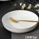 西餐盤 家用深盤手繪描金邊圓形菜盤子陶瓷湯盤簡約創意骨瓷菜盤餐盤微波 【99免運】
