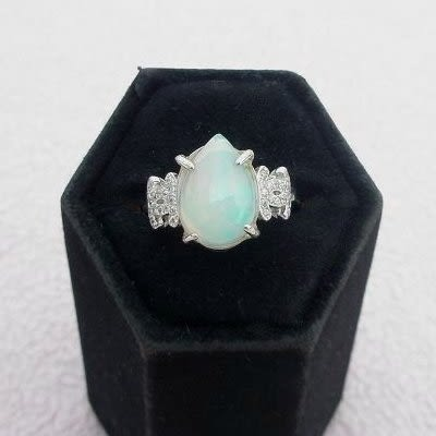【歡喜心珠寶】【天然莫三比克蛋白石(歐泊)水滴型3.3克拉】加925銀K金晶鑽戒子,附「保証書」