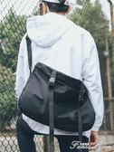 單肩包男大容量側背包學生男女情侶騎行包書包休閒郵差包運動潮牌 范思蓮恩