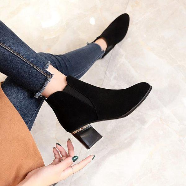 短靴女秋冬季新款高跟鞋韓版百搭黑色尖頭裸靴女粗跟馬丁靴潮 年貨狂歡節五折