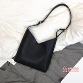 皮質手提包 包包女2019新款手提包簡約軟皮大容量網紅小黑包質感斜背 2色