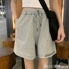 休閒褲子女寬鬆夏季2020新款潮韓版百搭學生鬆緊高腰字母闊腿短褲 618購物節