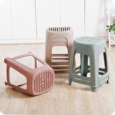 新款簡約素色條紋加厚成人高凳塑料凳子家用餐桌防滑凳浴室洗澡凳igo     易家樂