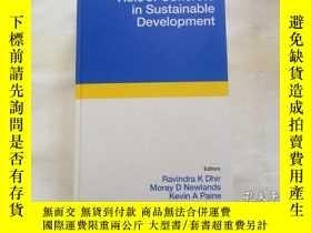 二手書博民逛書店Role罕見of Concrete in Sustainable