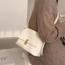 斜背包 春夏上新小包包2021新款潮時尚女士小方包質感小眾簡約斜背側背包 晶彩 99免運