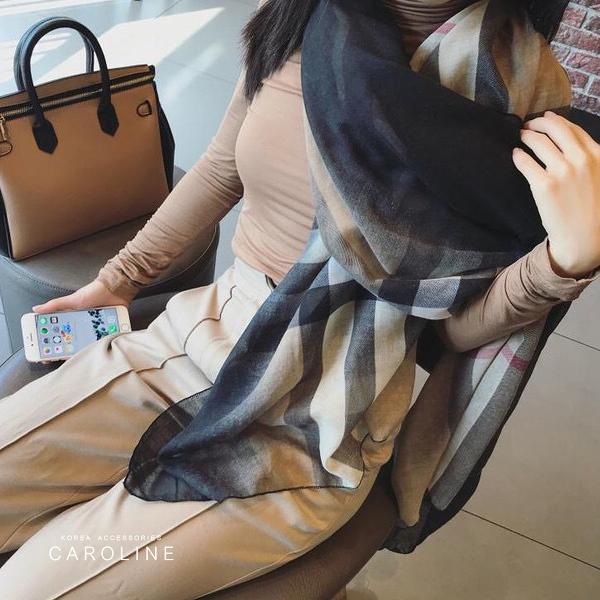 《Caroline》★ 本年度新款秋冬百搭格子仿羊絨披肩  質地細膩舒適柔軟兩用圍巾71739