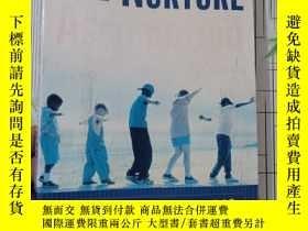 二手書博民逛書店The罕見Nurture Assumption:Why Children Turn Out the Way The