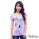 Victoria 優雅人像修身TEE-女-淺紫-Y8504461