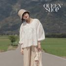 Queen Shop【01120219】V領排釦蕾絲傘擺棉麻上衣*現+預*