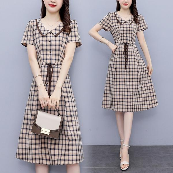 VK精品服飾 韓系氣質優雅格紋V領單排釦收腰繫帶短袖洋裝