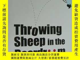 二手書博民逛書店Throwing罕見Sheep in the Boardroom: How Online Social Netwo