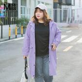 Miss38-(現貨)【A07373】大尺碼連帽外套 紫色中長版 斜紋棉布風衣 休閒有口袋 帽可拆-中大尺碼女裝