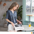 《AB6179》高含棉英文字印花小V領寬鬆短袖上衣 OrangeBear