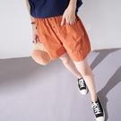 【慢。生活】小熊刺繡後口袋休閒短褲 13074  FREE 橘色