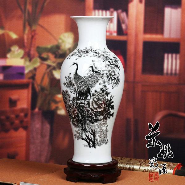 黑牡丹魚尾粉彩花瓶