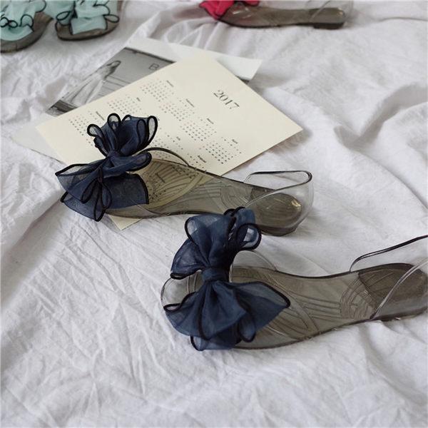 [協貿國際]小清新蝴蝶結水晶底涼鞋  平底鞋 魚嘴透明沙灘鞋1入