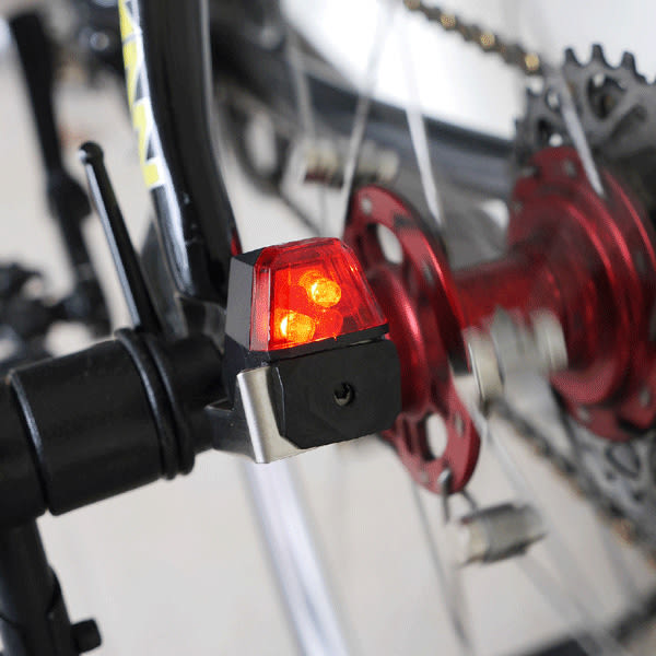 Xbat-D 自行車LED自發電後警示燈(碟煞系統專用)