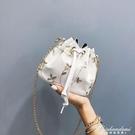 小包包女新款潮韓版百搭斜背包錬條側背小清新繡花水桶包