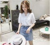 蕾絲上衣 女裝V領花邊燈籠袖白色T恤洋氣蕾絲襯衫百搭超仙上衣小衫  宜室家居