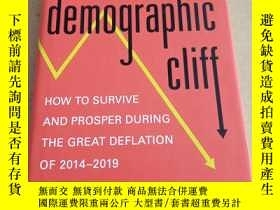 二手書博民逛書店The罕見Demographic Cliff: How to S