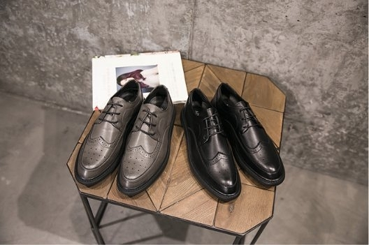 FINDSENSE Z1 日系 時尚 潮流 英倫 布洛格 休閒皮鞋 低幫男鞋 牛