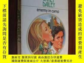 二手書博民逛書店Enemy罕見in campY85718 Janet Daile