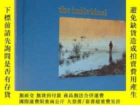 二手書博民逛書店The罕見individual (TIME-LIFE books