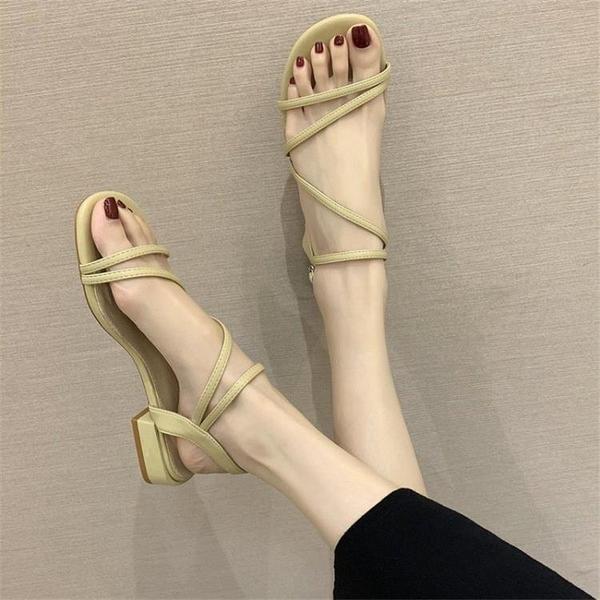 低跟涼鞋 涼鞋女低跟2021年夏季新款溫柔仙女風時尚一字帶粗跟配裙子的涼鞋 晶彩 99免運