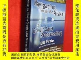 二手書博民逛書店Navigating罕見Through the Risks of
