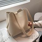簡約大氣包包女大容量新款潮時尚百搭斜背包上課包單肩水桶包 衣櫥秘密
