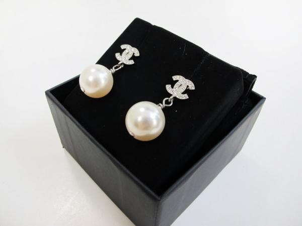 【巴黎站二手名牌專賣店】*現貨*CHANEL 香奈兒 真品* 經典雙C造型水鑽鑲嵌珍珠墜飾穿式耳環