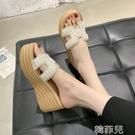 厚底拖鞋 厚底拖鞋女夏季新款時尚韓版水鉆增高百搭坡跟網紅沙灘一字拖 韓菲兒