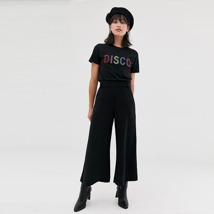 【南紡購物中心】《D Fina 時尚女裝》 彩色燙珠DISCO設計短袖T恤