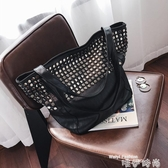 鉚釘包 港風大包包2020春女包歐美時尚鉚釘側背包休閒簡約手提購物袋 唯伊