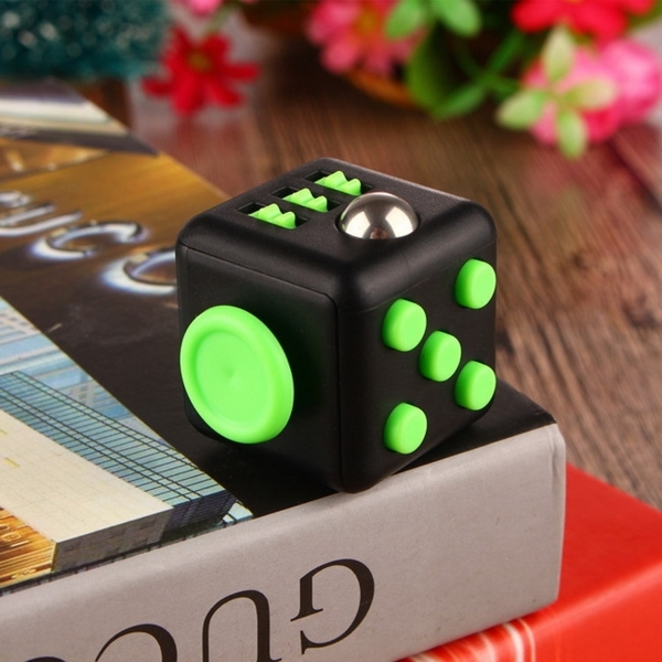 FC01神奇舒壓魔術方塊(Fidget Cube)(顏色隨機)