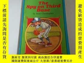 二手書博民逛書店the罕見spy on third base (英文)Y2128