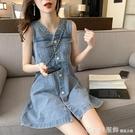 牛仔裙 復古V領牛仔洋裝女春夏2021新款韓版小個子收腰顯瘦無袖背心裙 俏girl