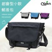 〔OBIEN〕都會型小款郵差包(典雅黑) 側背包 防潑水抗刮耐汙材質 YKK拉鍊 多收納隔層 可放10吋平板