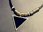 【櫻桃飾品】皮繩鑲鑽復古小三角造型項鍊 【20705】