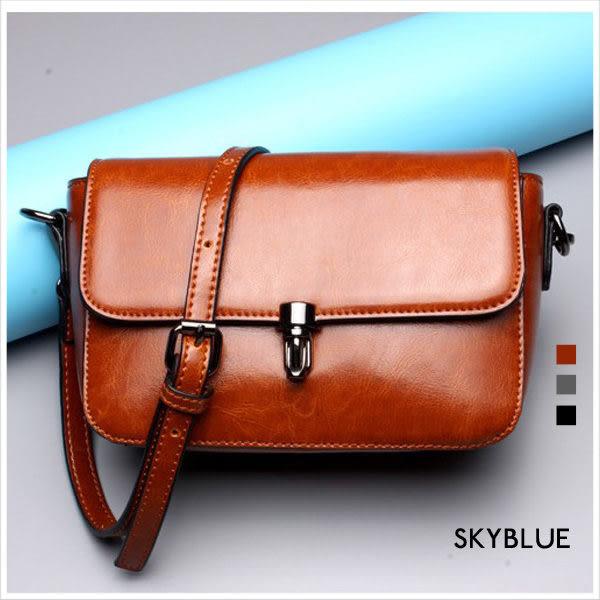 斜背包-真皮質感插釦斜揹小包-共3色-A17171483-天藍小舖