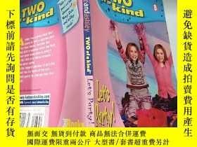 二手書博民逛書店two罕見of a kind :兩種一..種Y200392