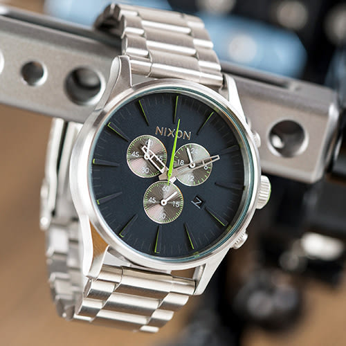 NIXON THE SENTRY CHRONO 潮流三眼計時鋼帶錶/藍銀 A386-1981 熱賣中!