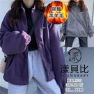 【YOUNGBABY中大碼】刺繡英文小立領羔羊毛外套.共2色