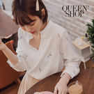 Queen Shop【01051426】V領刺繡造型上衣*現+預*