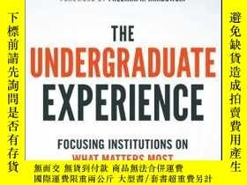 二手書博民逛書店The罕見Undergraduate Experience: Focusing Institutions on W