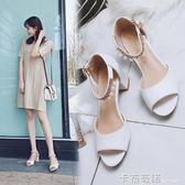 新款夏天白色女鞋中跟帶鑚涼鞋女一字帶粗跟魚嘴高跟鞋百搭潮 卡布奇諾