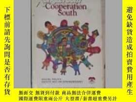二手書博民逛書店英文原版罕見Cooperation SouthY14063