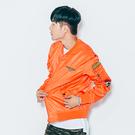 風衣外套 街頭潮流軍風徽章設計MA1飛行夾克-橘【ATYZ1616】情侶款  橫須賀 加大尺碼 青山AOYAMA