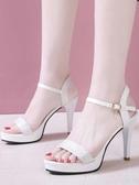女夏新款女涼鞋一字扣帶性感超高跟女鞋細跟防水台露趾亮片高跟鞋 瑪麗蘇