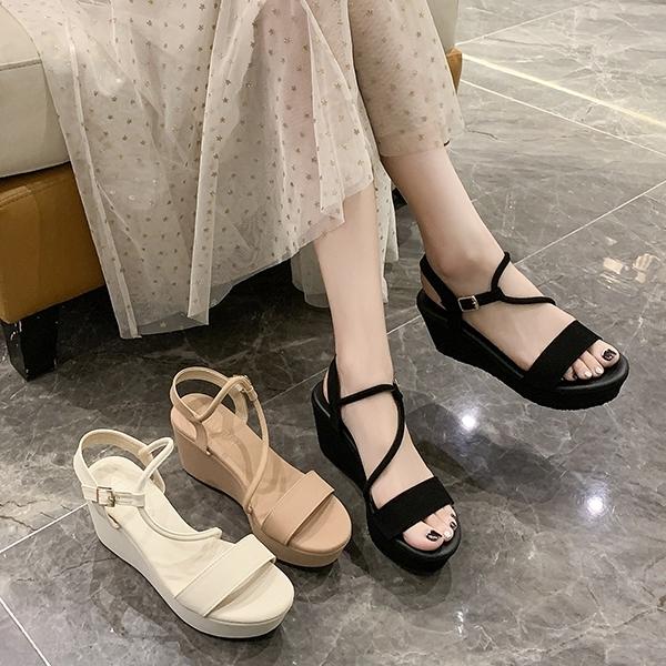 韓版金屬釦厚底涼鞋